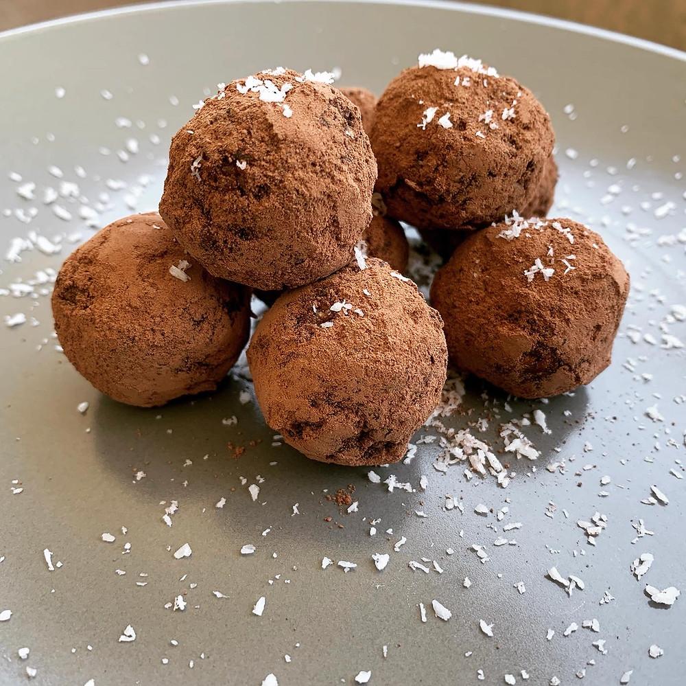 Bolitas de cacao navideñas - Recetas Nutricionista Online Karina Herrera