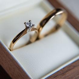 Trouwringen, trouwen, trouwbelofte, bruiloft, ceremonie, huwelijksceremonie, ceremoniespreker