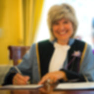 Esther de Groote, Beleef het moment!, beleef het moment, trouwambtenaar, BABS, ceremonieel spreker, trouwambtenaar tekent trouwakte, Esther de Groote tekent trouwakte
