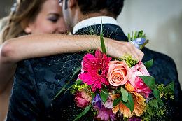 Bruidspaar, bruid en bruidegom, herbevestiging trouwbelofte, bruidsboeket
