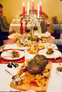Restauracja Świętoszek Tartuffe  _Przy wspólnym stole_.jpg
