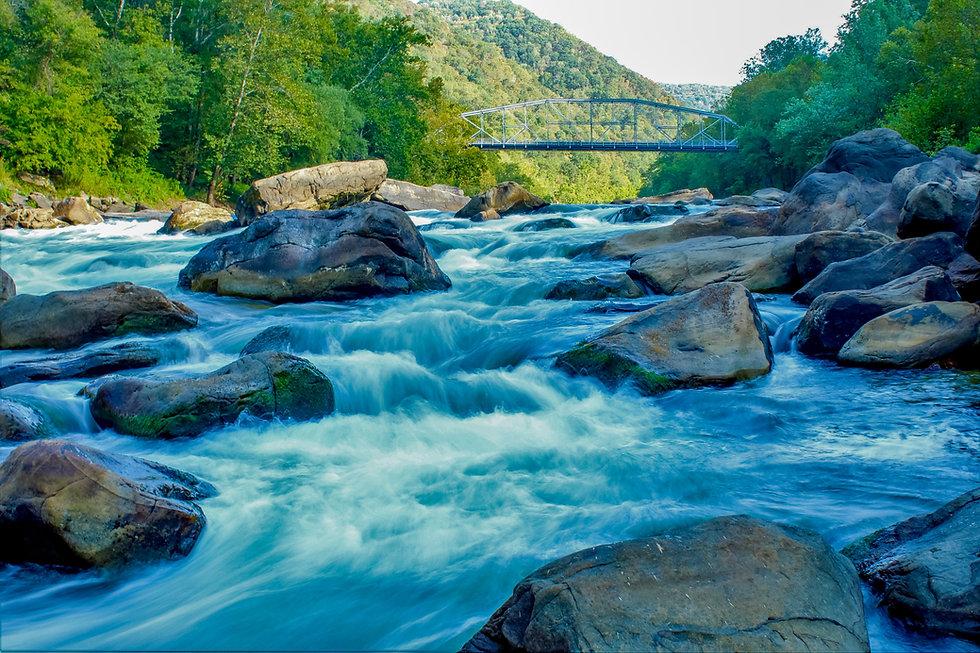 rocky-rapids-in-the-new-river-gorge-in-west-virginia_t20_BmQxK9.jpg