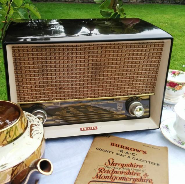 Philips Bakelite Radio