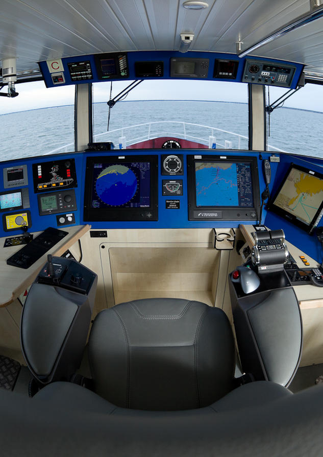 BALTIC 2402 PATROL Wheelhouse