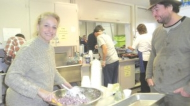 JOANNA_SERVING_FOOD_AT_KYRIES_KITCHEN_382x213