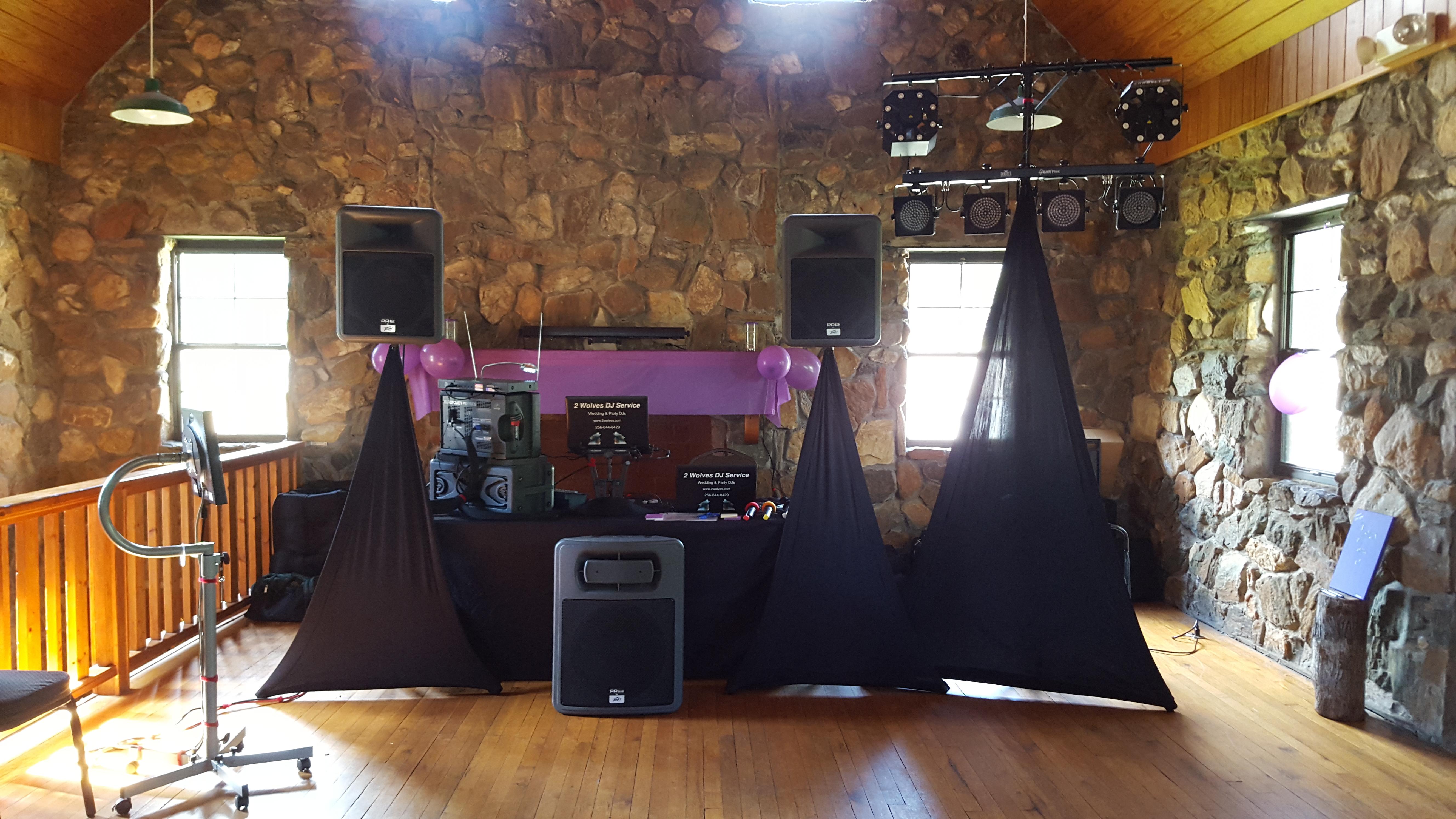 2 Wolves DJ Service - Karaoke