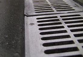 drain gates for dog splash pads
