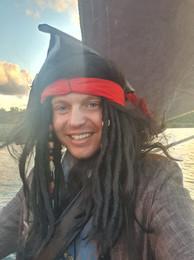 Ведущий Пират.jpeg