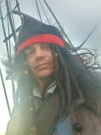 Ведущий пиратская вечринка на корабле.jp