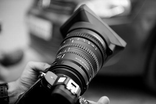 close-up-of-person-using-camera-318651_e