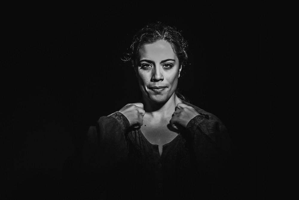 """Luciana Veloso vive a escritora Hilda Hilst criando sua personagem Hillé de """"A Obscena Senhora H"""" Ph: Soriedem Photo"""