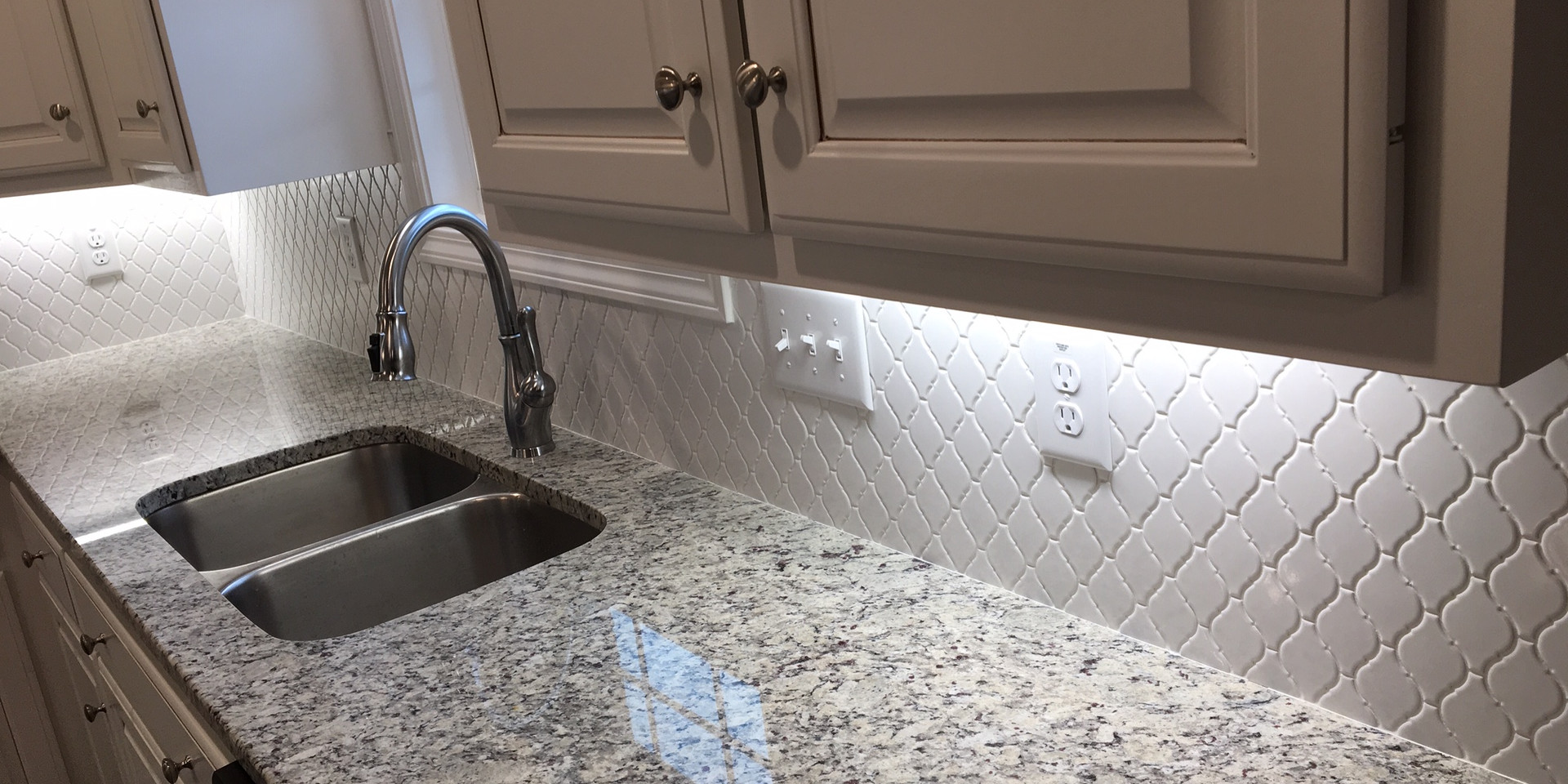 Lantern Backsplash - 417TE