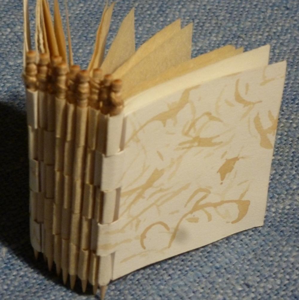 Piano-hinge toothpick binding