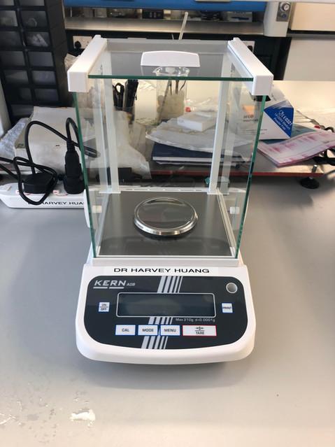 Kern Analytical balance 0,1 mg; 210 g