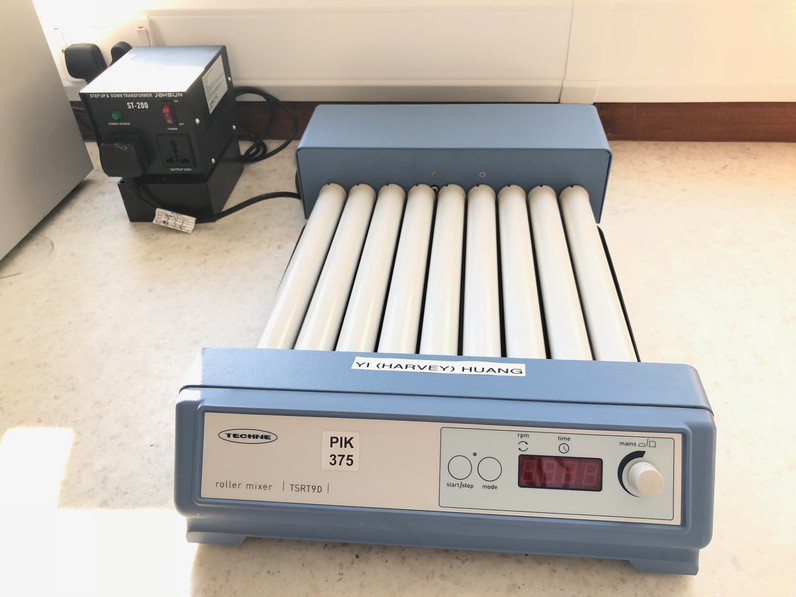 Techne TSRT9D Variable Speed Digital Bench Roller Shaker Mixer w/Timer+Tray