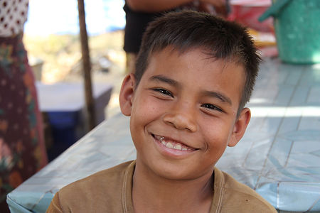 Smiling_Laotian_boy.jpg