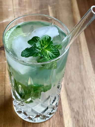 Kokos-Minz-Wasser