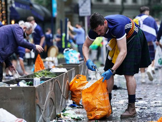 Tartan Army pick up litter at Leicester Square after laying siege to London