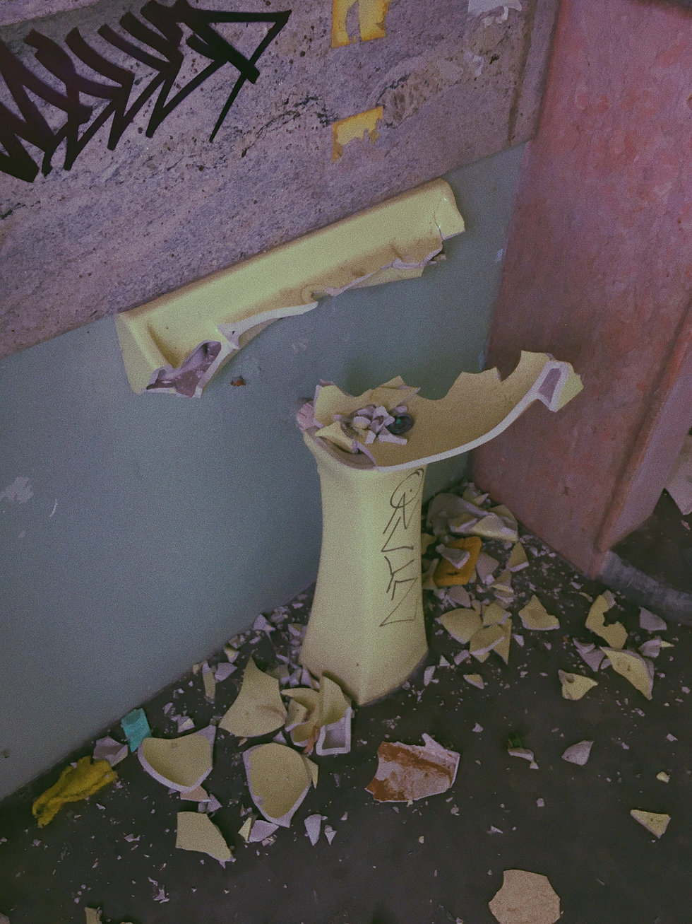 A broken sink