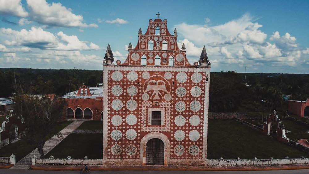iglesia de Uayma, Yucatán  Iglesia roja en YUcatán