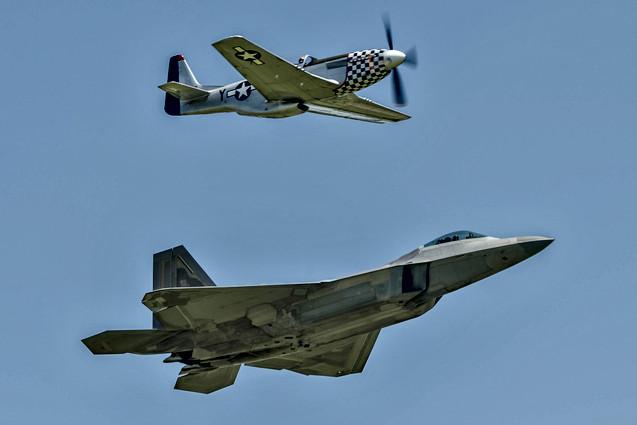 USAF Heritage Flight (TP-51D / F-22A)