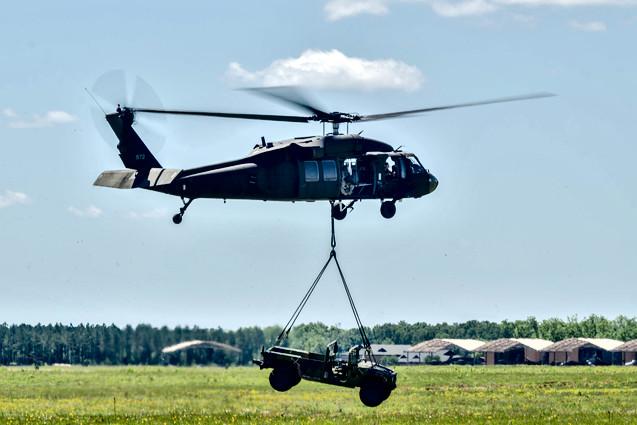 UH-60 Blackhawk Lift Demo