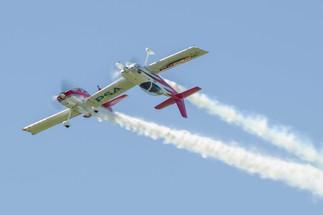 Redline RV-8 Aeobatic Team - Mirror Pass