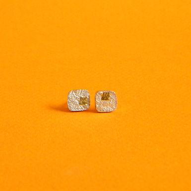 QUADRADINHOS  : : brincos de prata reticulada e ouro 24k