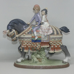 LLADRO VALENCIAN CHILDREN FIGURE GROUP
