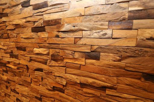 古木タイル(リビングルームのアクセント壁)