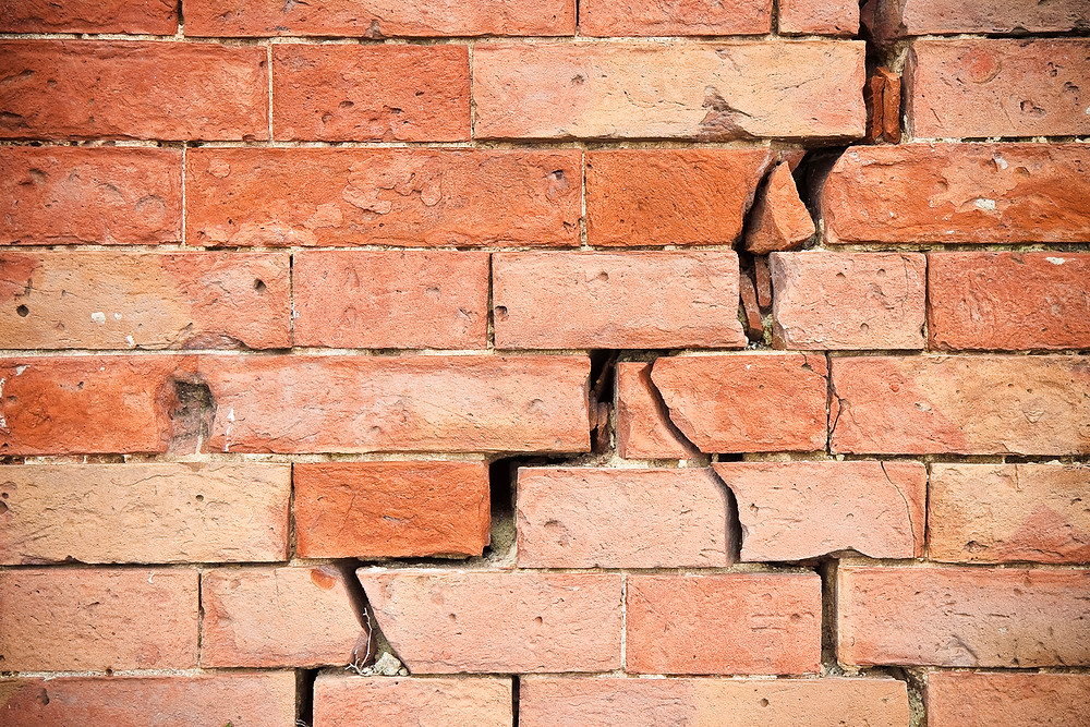 Signs of subsidence in external wall