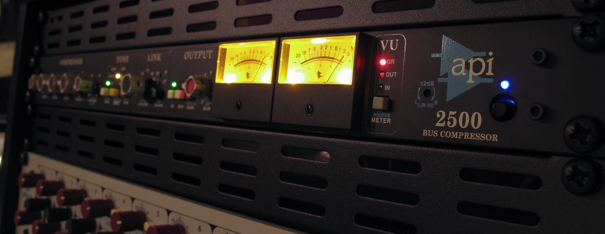 API 2500 Buss Compressor