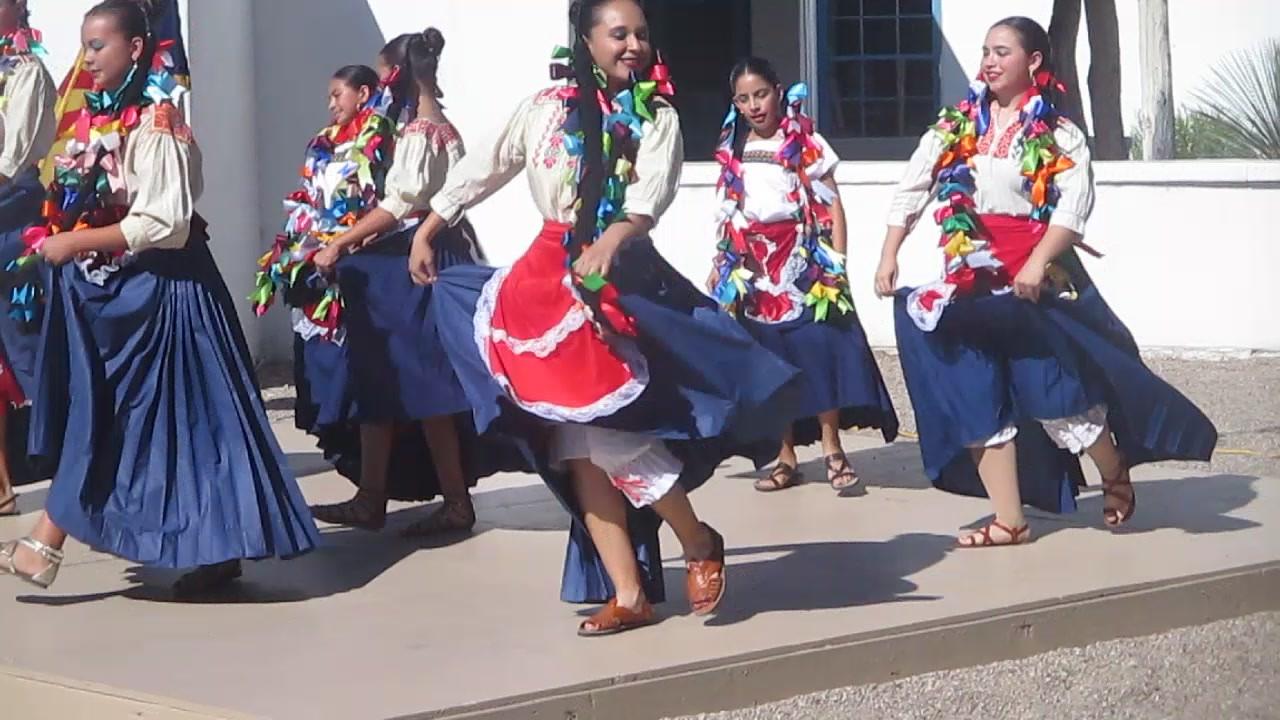 Folklórico dance at Canoa
