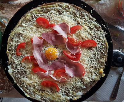 Galette oeuf fromage jambon tomates