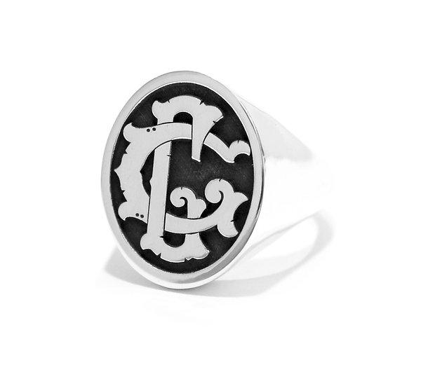 Anello scudo con monogramma personalizzato