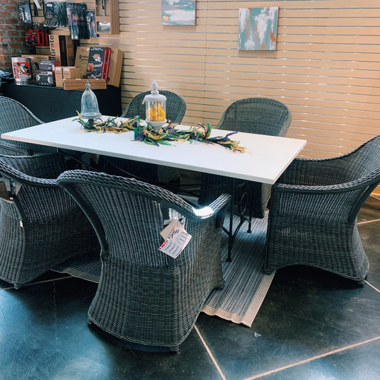 Summer Classics Dining Table