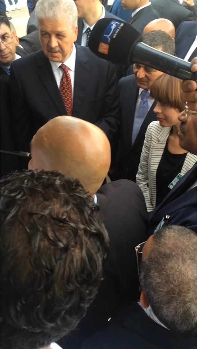 Le 1er Ministre M. Sellal et Mme Faraoun Ministre des MPTIC sur le stand Garmin Algerie