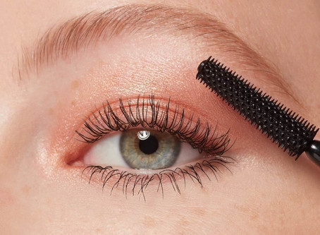 How to apply mascara tips and tricks.