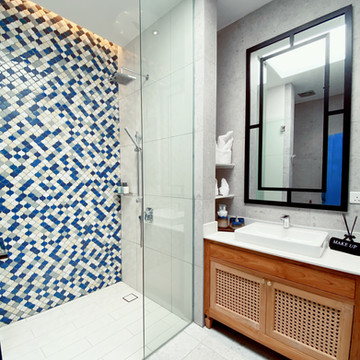 Pool Access Suite Bathroom