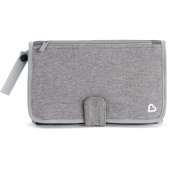 munchkin diaper clutch, travel essentials, what to keep in your carry on // sunnyinjune.com