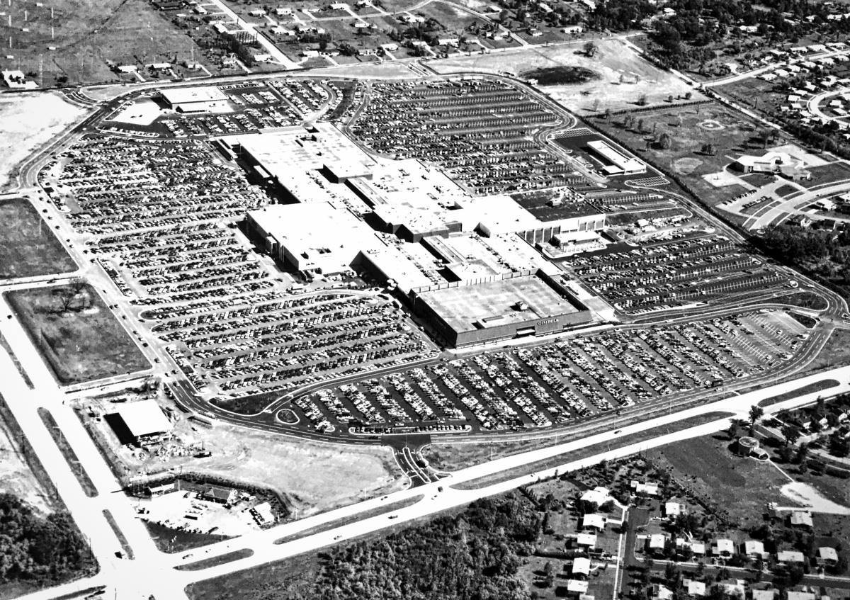 Sept 8 1970_Southridge Center Opens.jpg