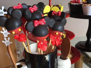 Cakepops Minnie e Mickey.jpg