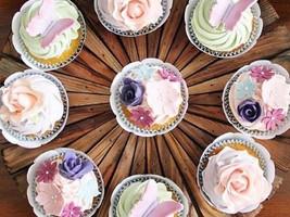 cupcake borboleta e mini flores a.jpg