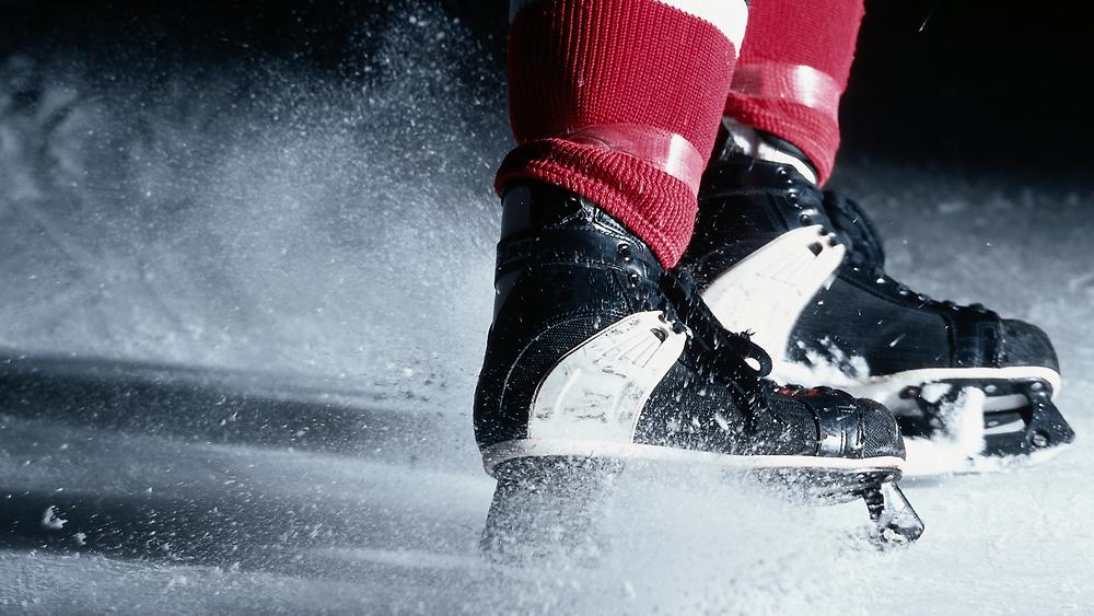 Мужские хоккейные коньки черно белые graf