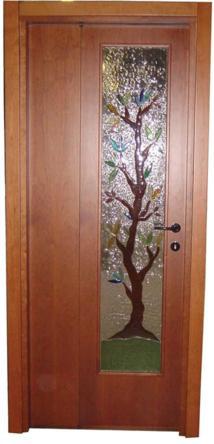Porta asimmetrica con vetri realizzati in vetrofusione