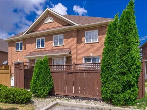 Just Listed! 3+1 Bedroom Freehold Townhouse in Brampton.