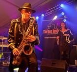 Ad van Beek (sax), Yvonne jochems (backing vocals)