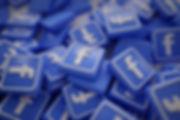 pile-3d-facebook-logos_1379-875.jpg