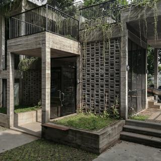 Microlibrary Hanging Gardens