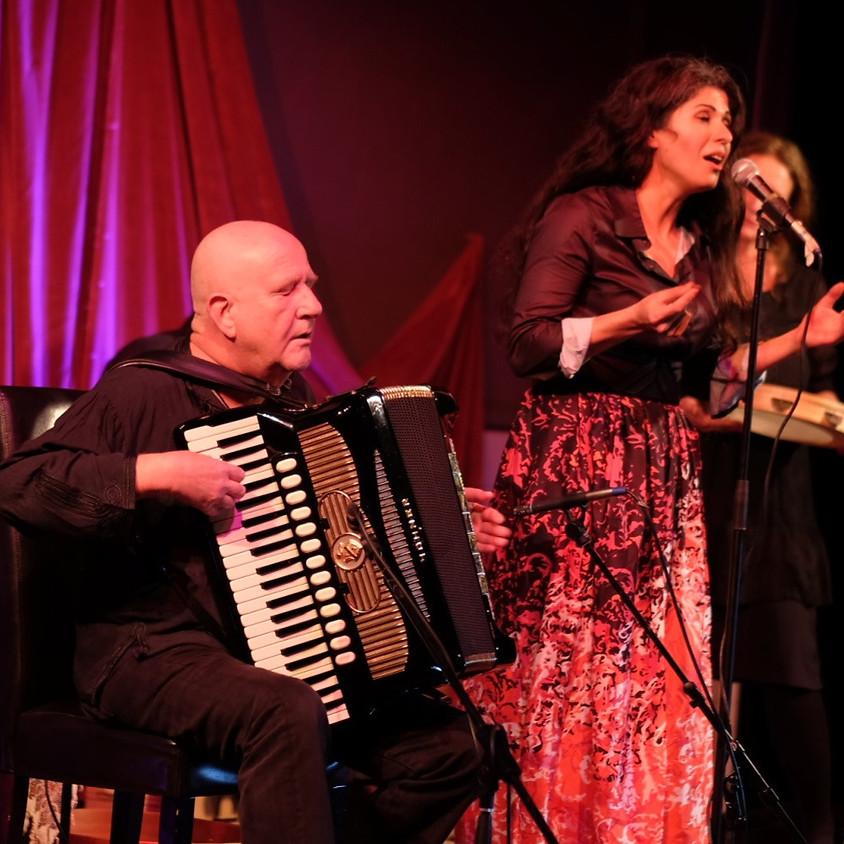 Sanaz als Gastsängerin bei Manfred Leuchter & Freunde / Morgenland festival 2019